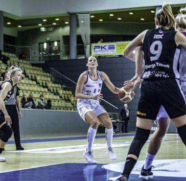 Elżbieta Międzik derby KS Basket25 - Energa Toruń